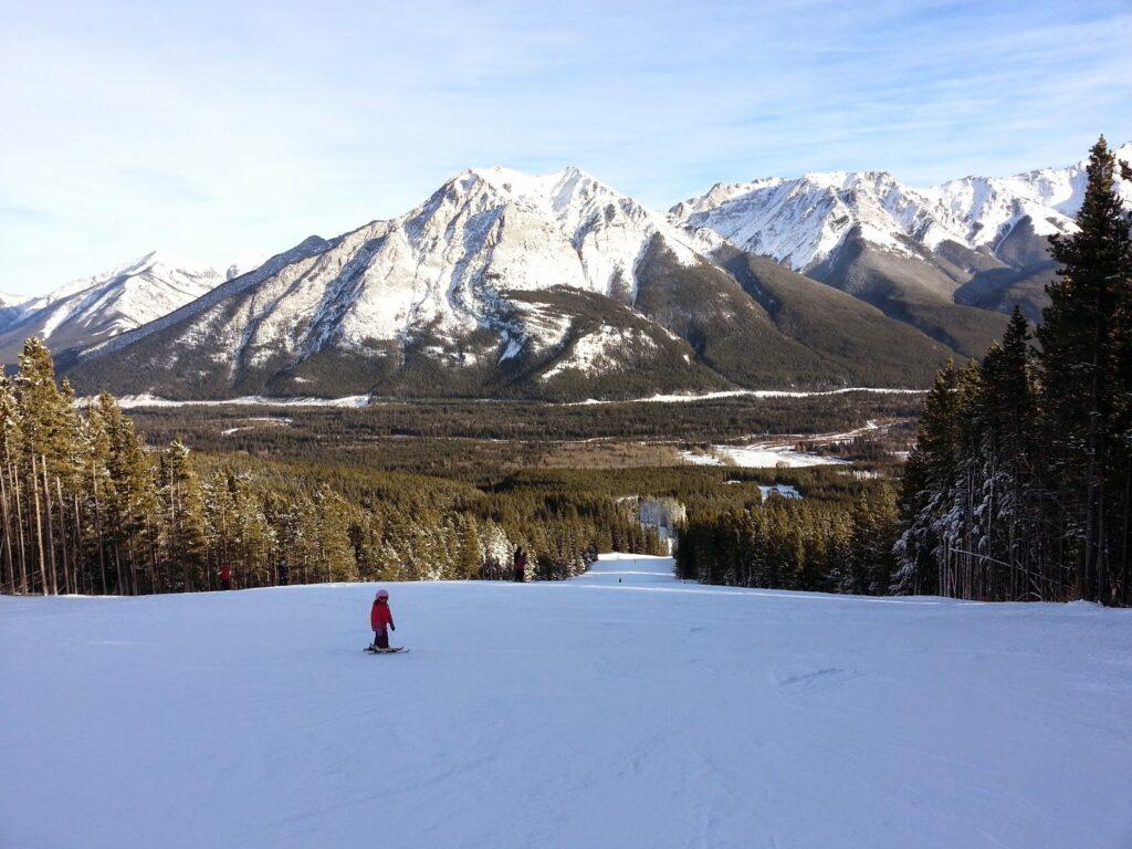 skiing-at-nakiska