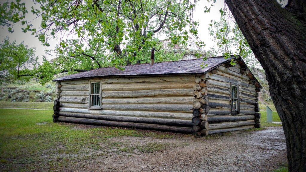john-ware-cabin-dinosaur-provincial-park
