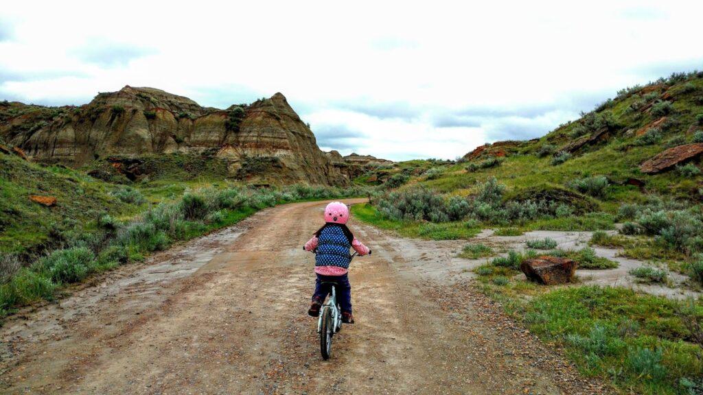 biking-dinosaur-provincial-park