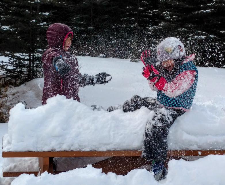 snow-play-kananaskis