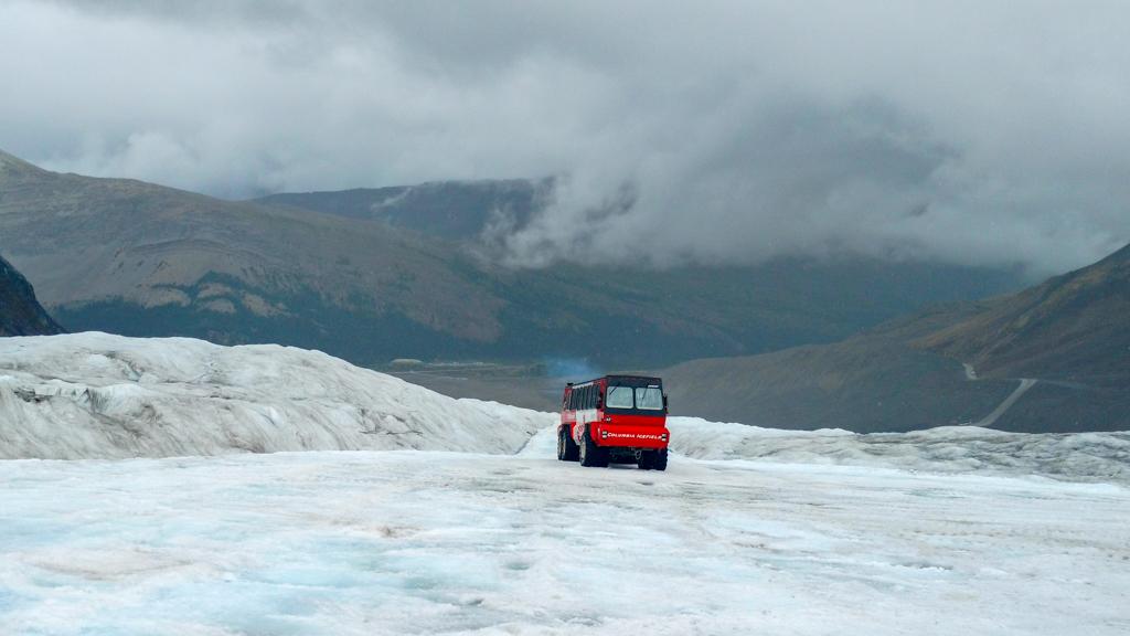 ice-explorer-tour-columbia-icefields-1