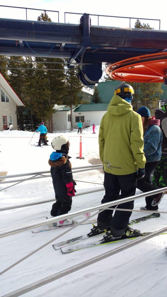 castle-mountain-resort-snow-school