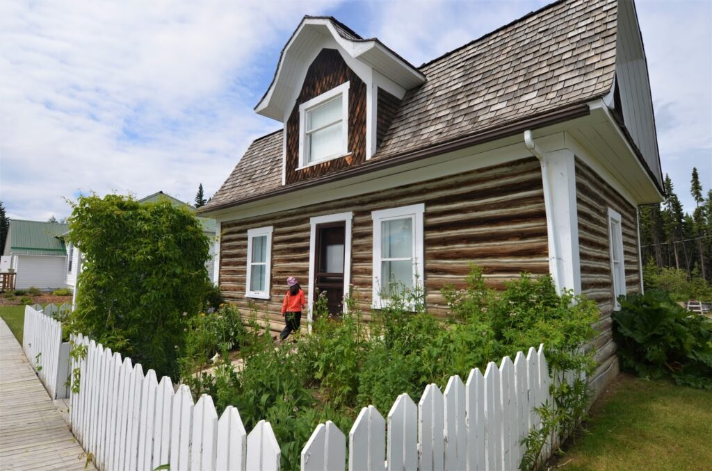 Trunnell Log Home, Caroline Museum