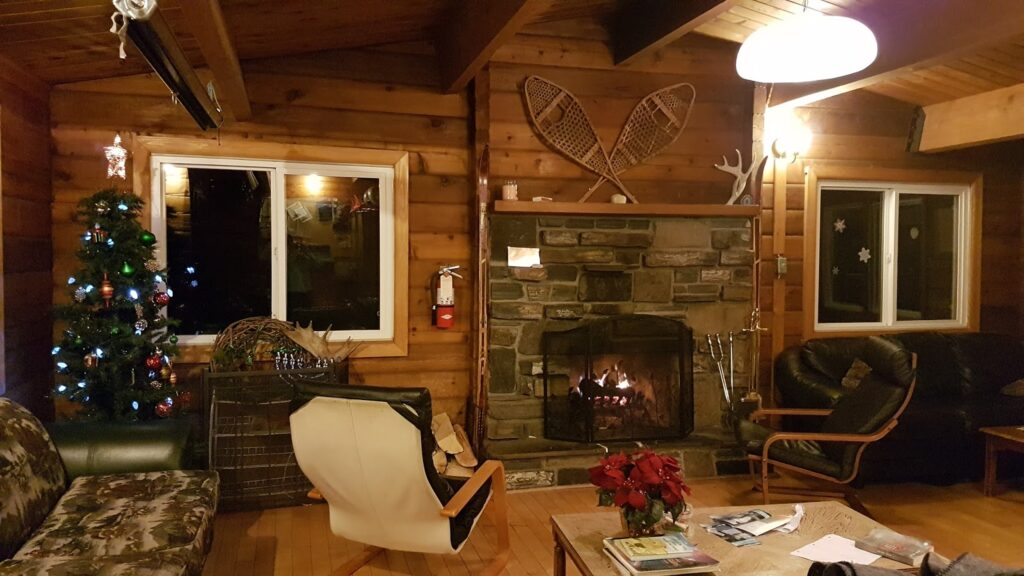 kananaskis-wilderness-hostel-interior.jpg