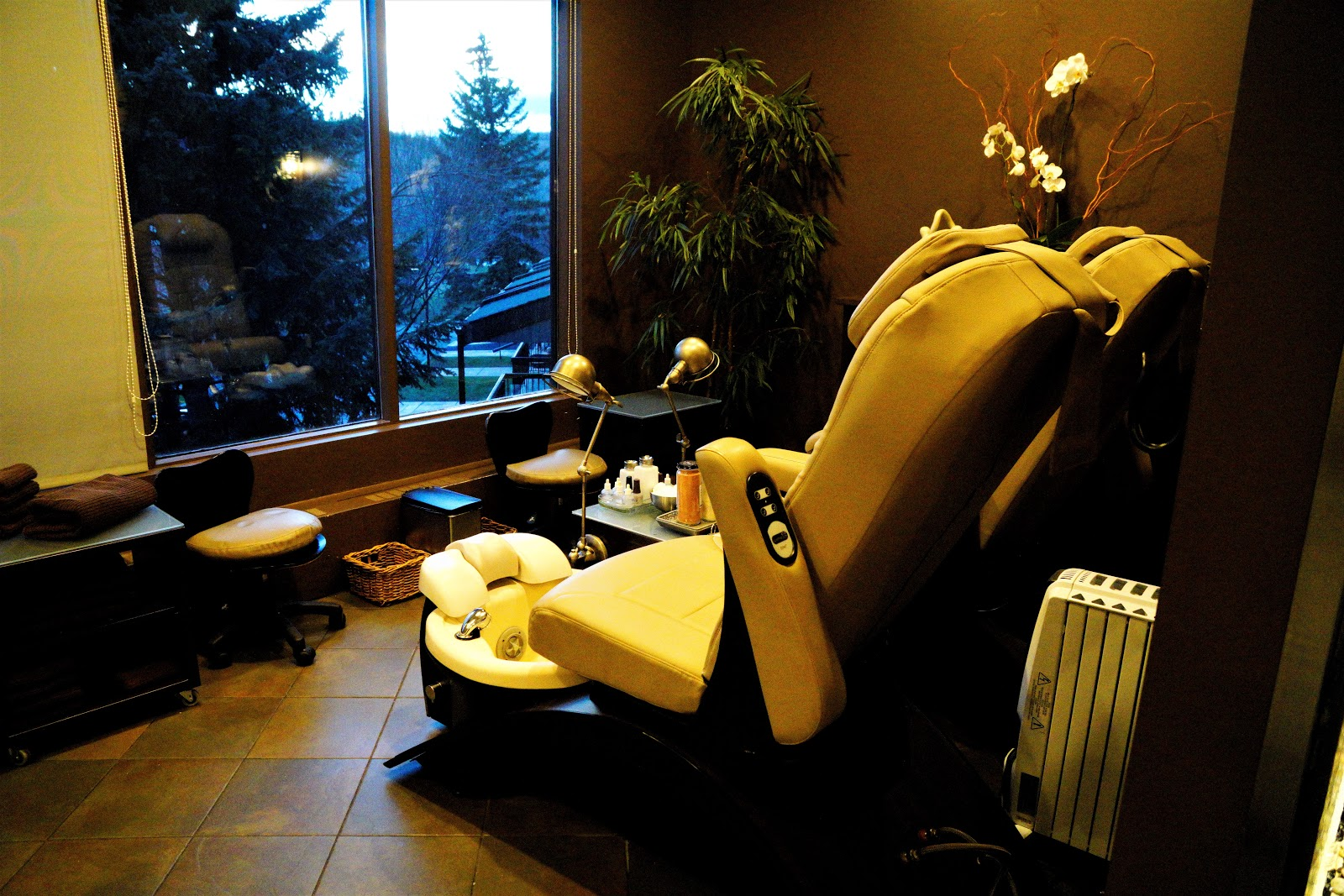 Riverside Spa Pedicure Stations