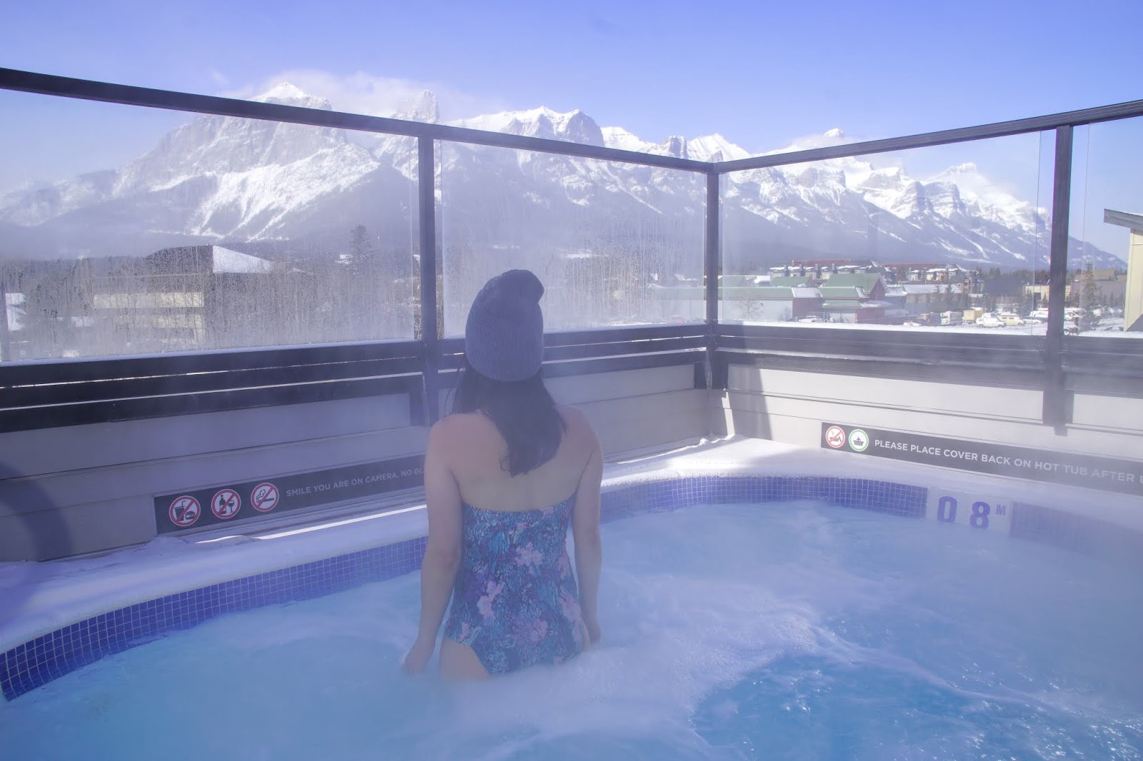Basecamp Resorts Canmore's amazing rooftop hot tub
