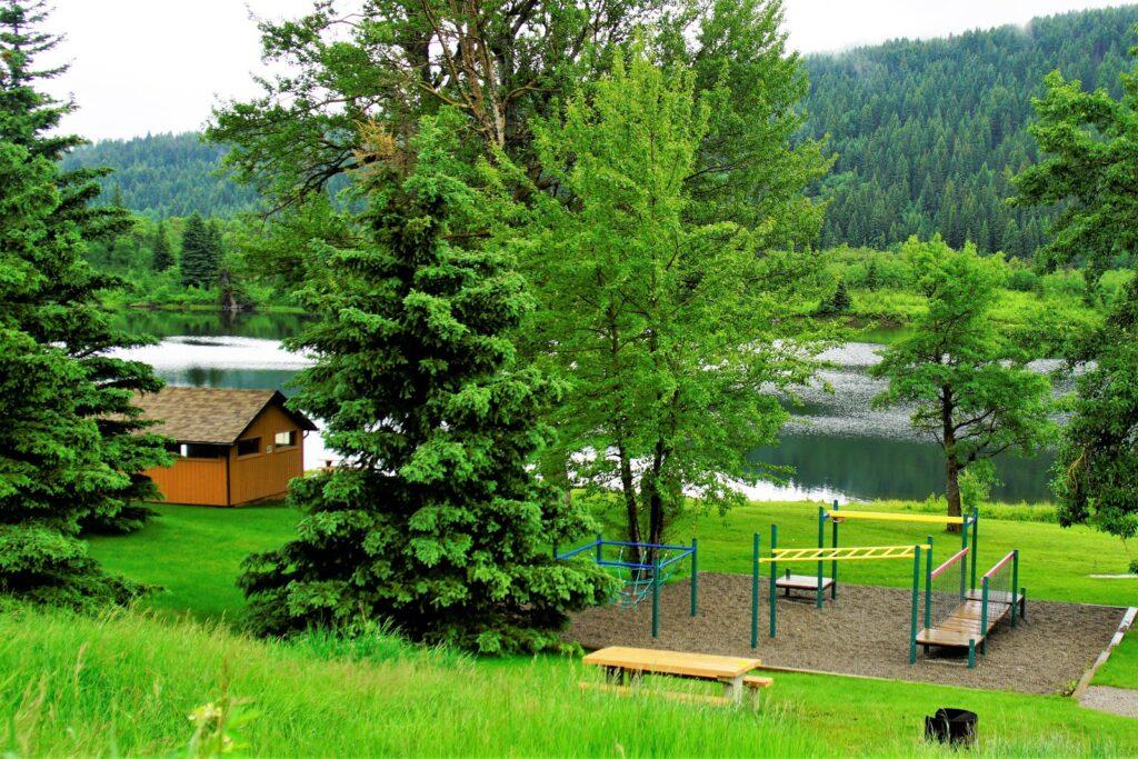 beauvais-lake-provincial-park-day-use-area