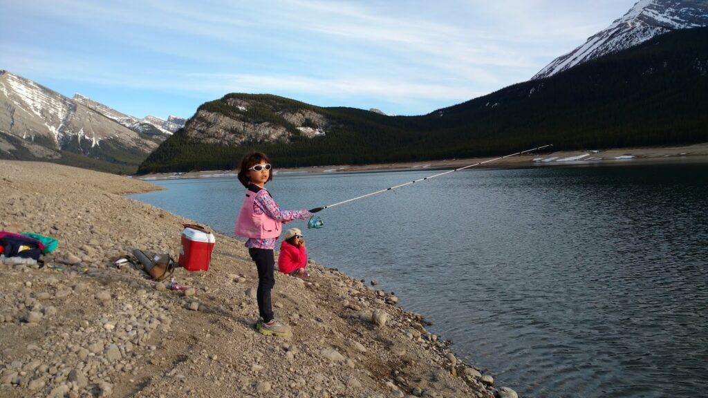 fishing-at-driftwood-day-use-spray-valley