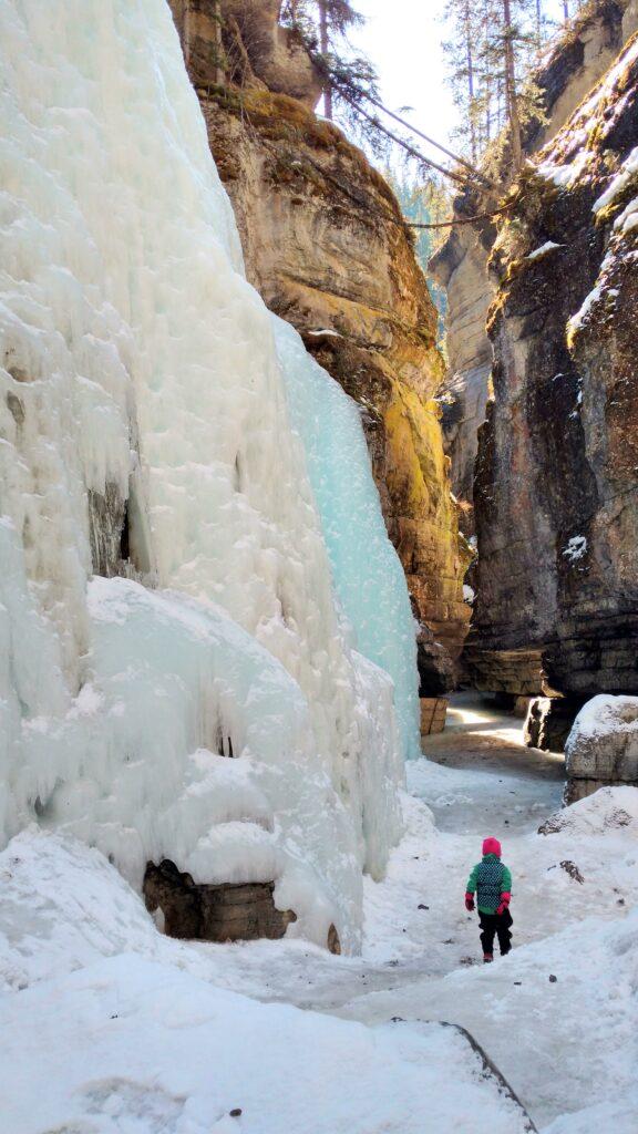 maligne-canyon-ice-walk-jasper-2