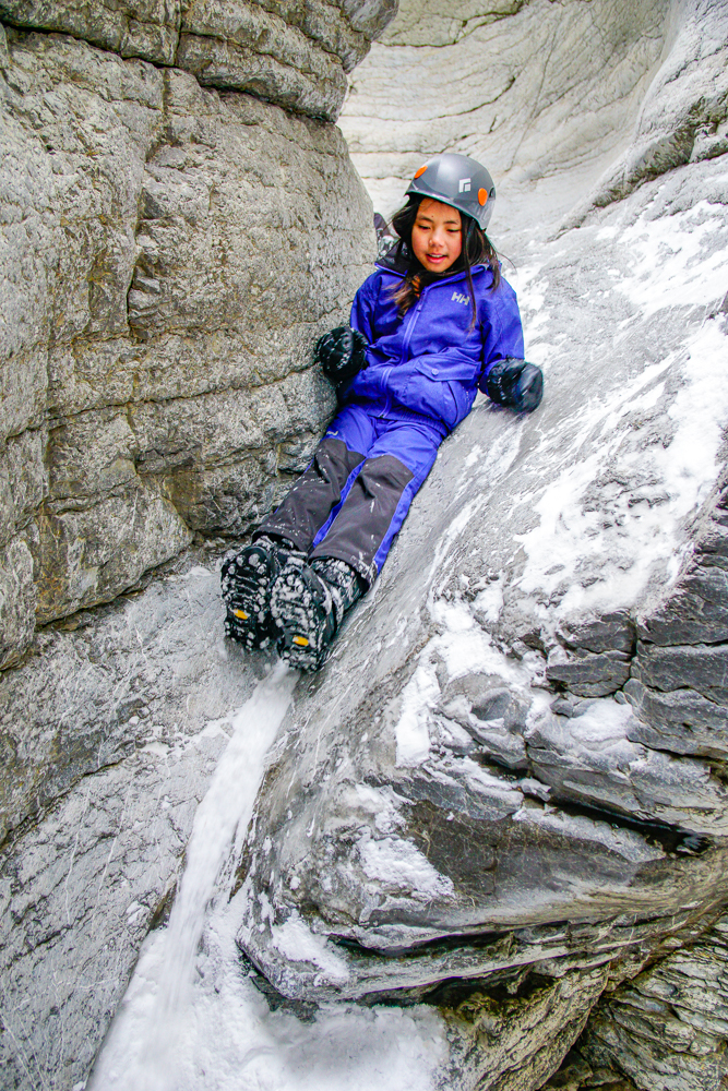 the-squeeze-maligne-canyon-icewalk