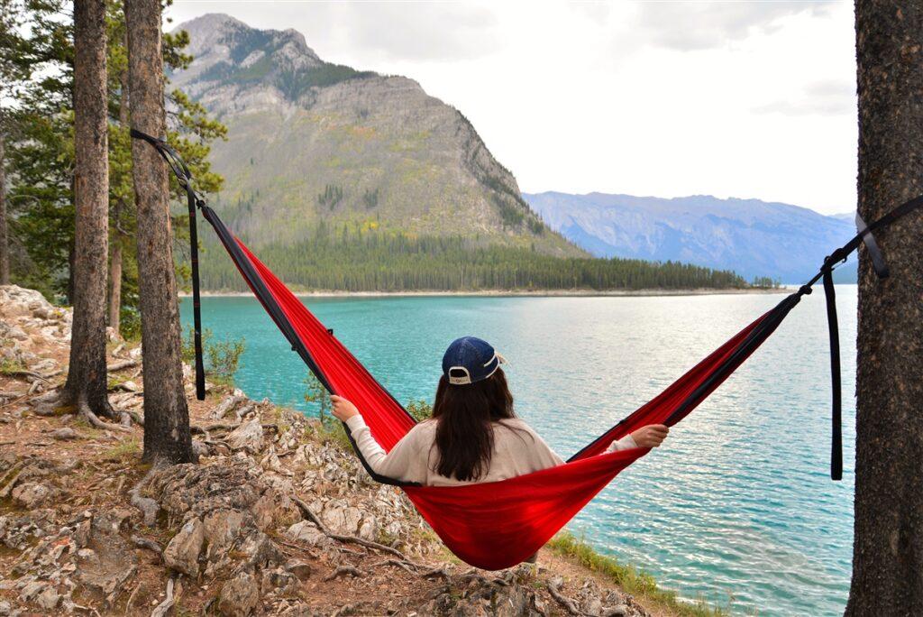 lake-minnewanka-banff