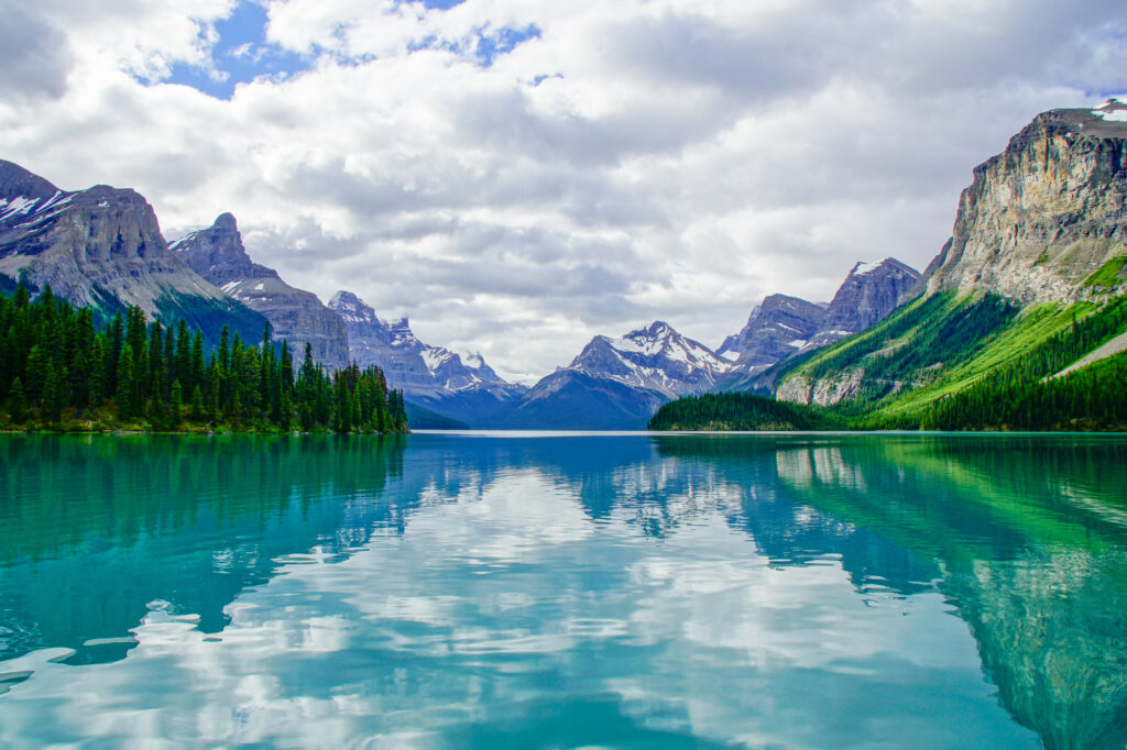 hall-of-gods-maligne-lake