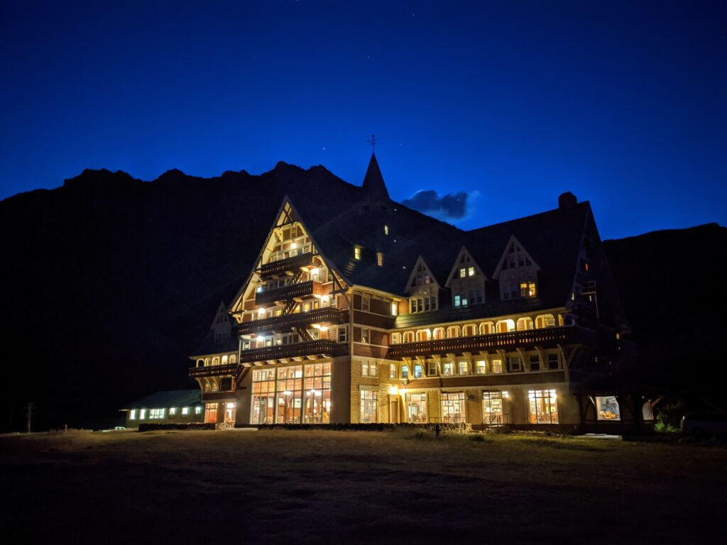 prince-of-wales-hotel-waterton-at-night