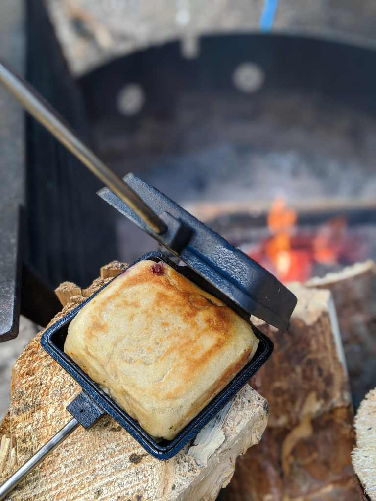 pie-iron-campfire-cooking