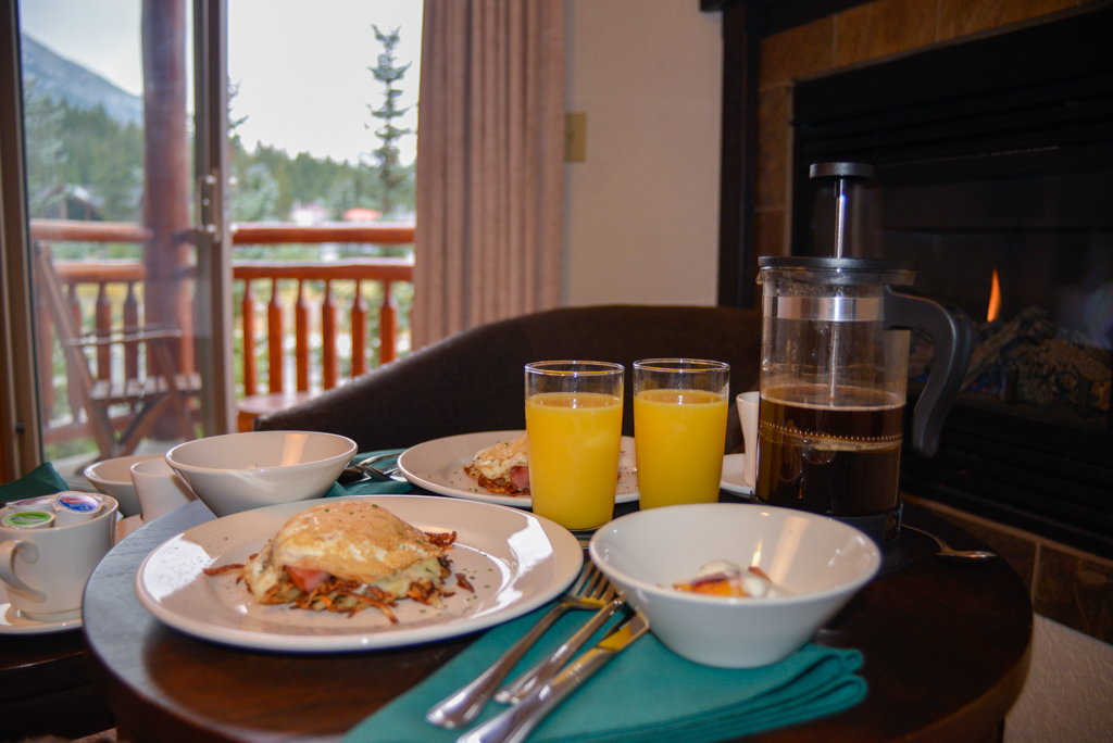 a-bear-and-bison-inn-canmore-02