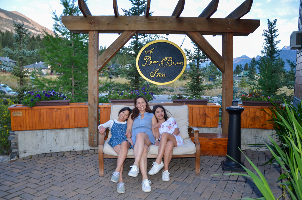 a-bear-and-bison-inn-canmore-06