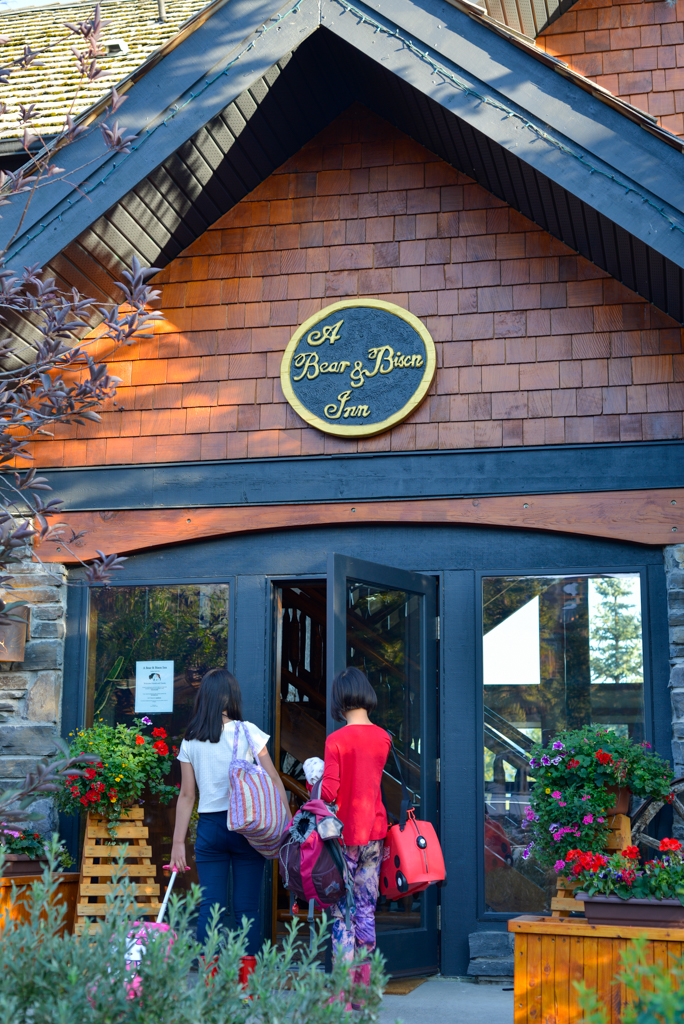 a-bear-and-bison-inn-canmore-16