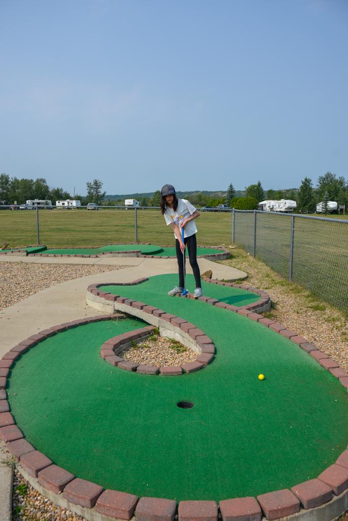riverdale-mini-park-mini-golf-wainwright-2